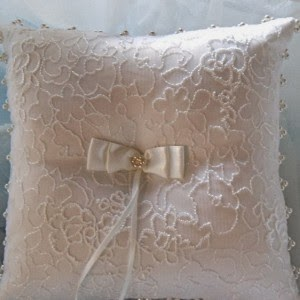 http://divinedesignplanning.com.au/shop/vintage-lace-ring-pillow/