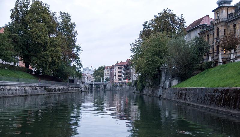 Ljubljana iz rečnega korita Gallusovo nabrežje full