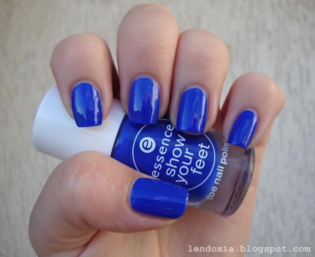 kraljevsko plavi lak za nokte