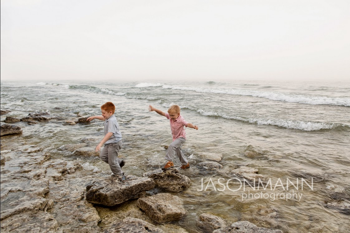 Door County Family Portraits Outdoor, kids on the beach