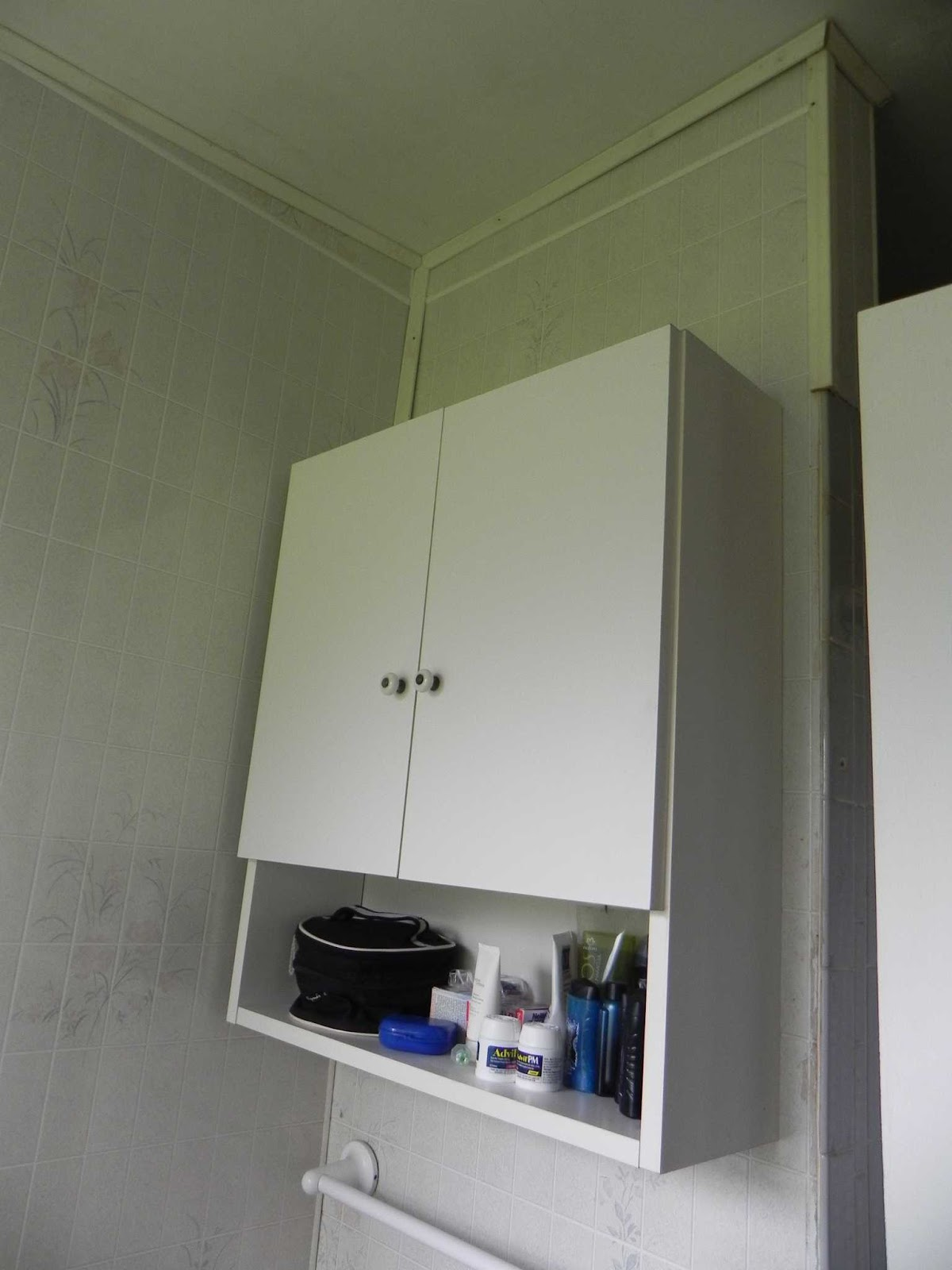 ter uma meia parede em um banheiro de 1 5 por 2 metros parede #3C4664 1200x1600 Banheiro Com Azulejo Meia Parede
