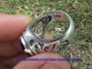 perhiasan perak kusam