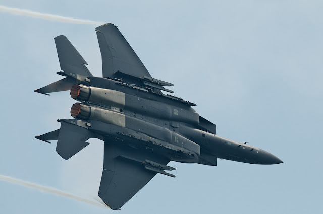 F-15 Eagle left turn