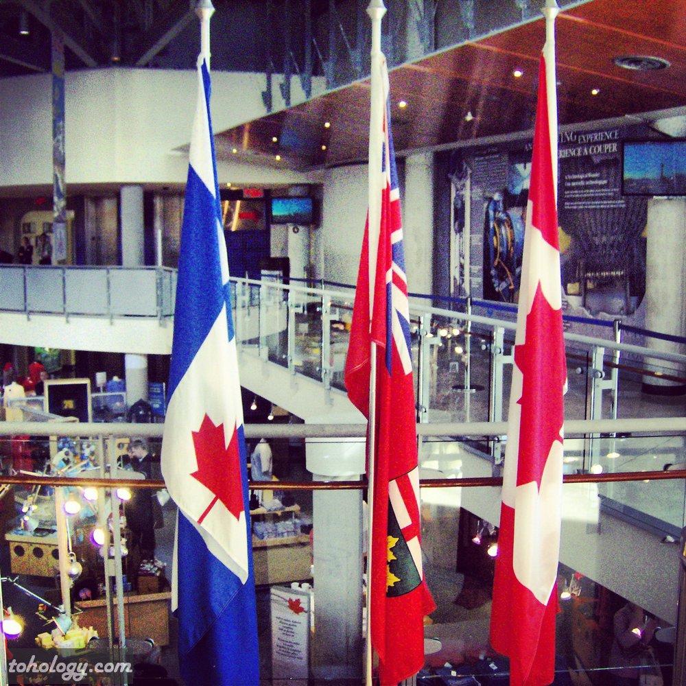 CN Tower (La Tour CN), 1st floor