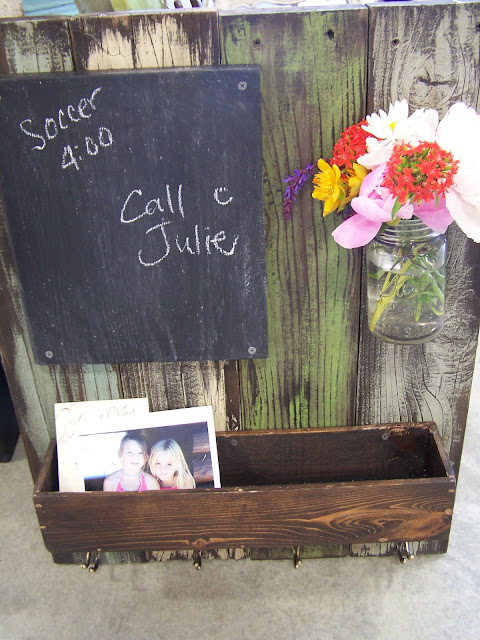 distressed reclaimed wood message center http://bec4-beyondthepicketfence.blogspot.com/2011/07/in-distress.html