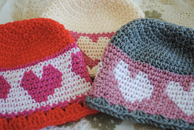 free crochet pattern hat with hearts
