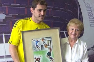Iker Casillas with the picture of Zamora