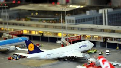 [Internacional]  (Imagens) Aeroporto de Hamburgo em miniatura  Knuffingen-airport_01+%252816%2529