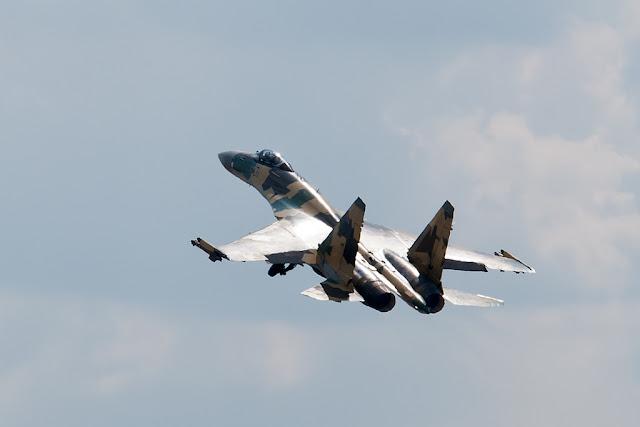 Sukhoi Su-35 takeoff gears