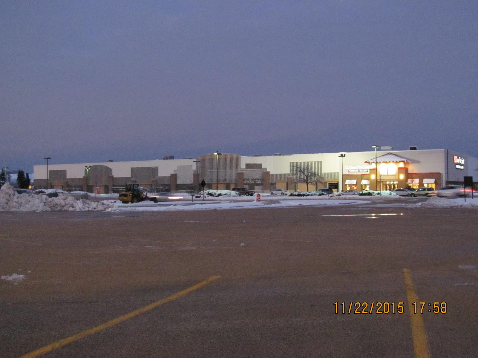 Trip to the mall new stores coming to orland park for Homemakers furniture locations illinois