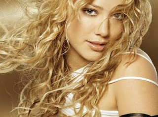 dalgalı saçlı bayanlar karmaşık saç modelleri olan bayan