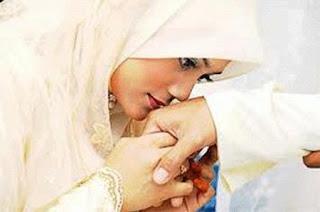 http://abusigli.blogspot.com/2015/12/dalam-islamkedudukan-suami-lebih-tinggi.html