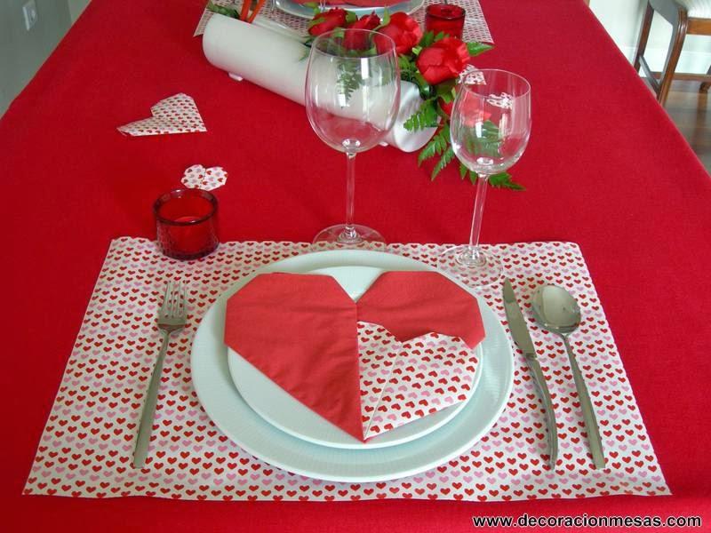 decoracion mesa San Valentin corazones