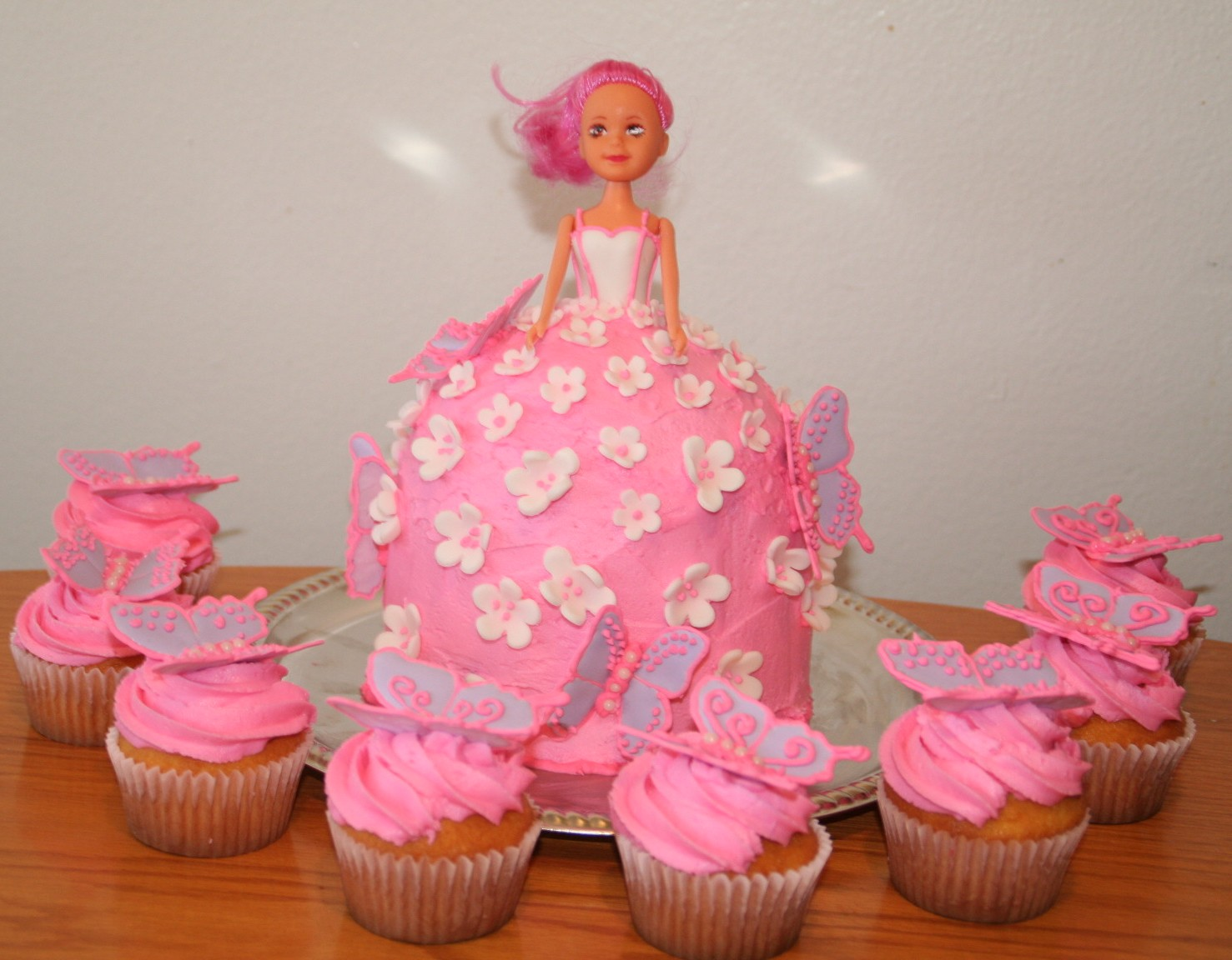 Doll Cake Images With Name : Sar.N.Dipity Creations: Doll Cake & Butterfly Cupcakes
