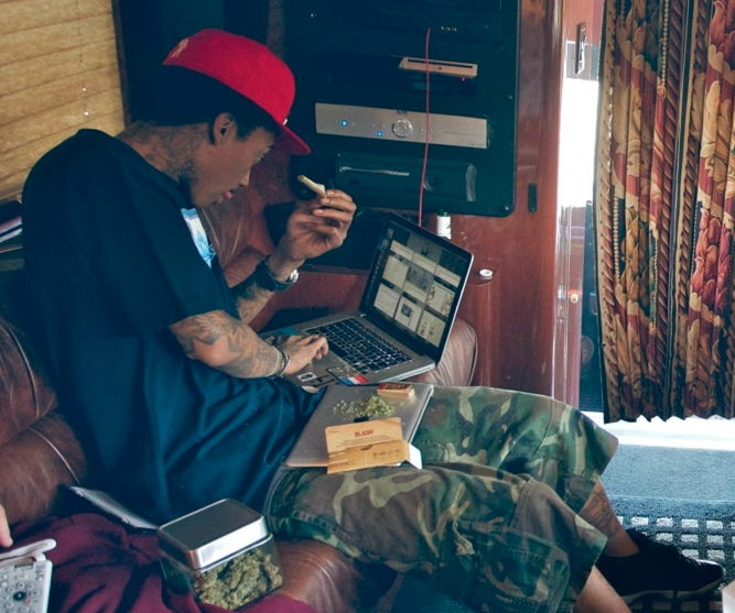 wiz khalifa raw papers for sale Shop the best selection of fresh high-quality raw, elements, pure hemp & zig zag rolling papers rolling papers, cigar wraps, tips, stash safes & more.