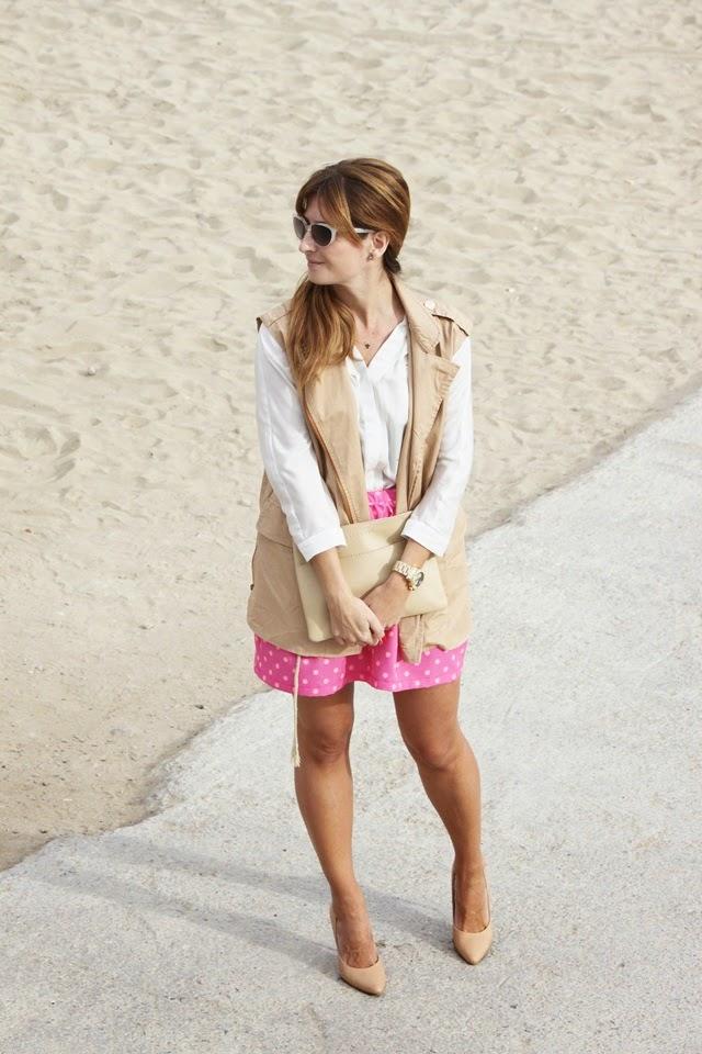falda_de_lunares-camisa_blanca