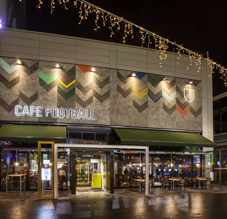 Cafe Footbal, A Mum in London