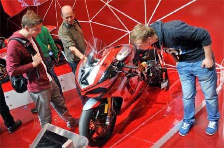 gambar motor di pameran