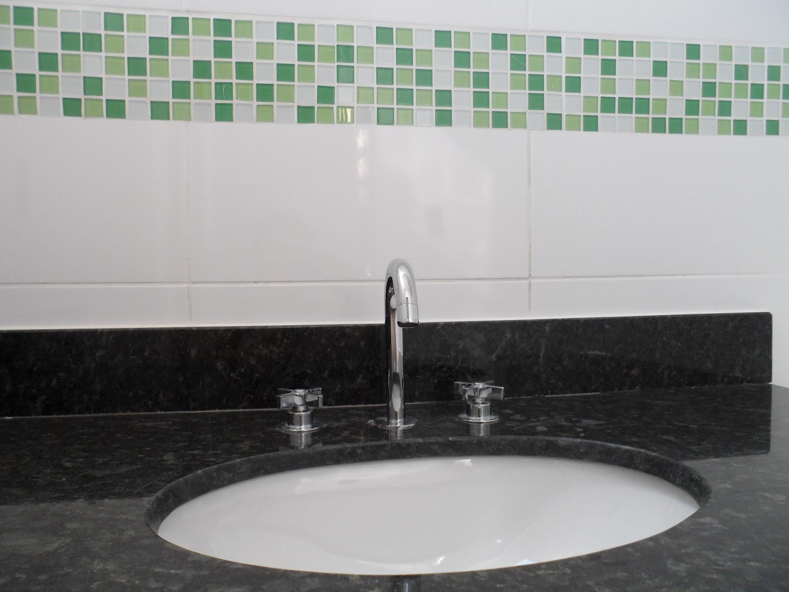 DIÁRIO DE CONSTRUÇÃO DE UMA CASA PEQUENA: REVISÃO DA SEMANA  #4F7C5F 1600x1200 Banheiro Com Blindex Preto