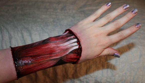 Sandra Holmbom auto-maquiagens criativas e bizarras Tendões expostos do braço