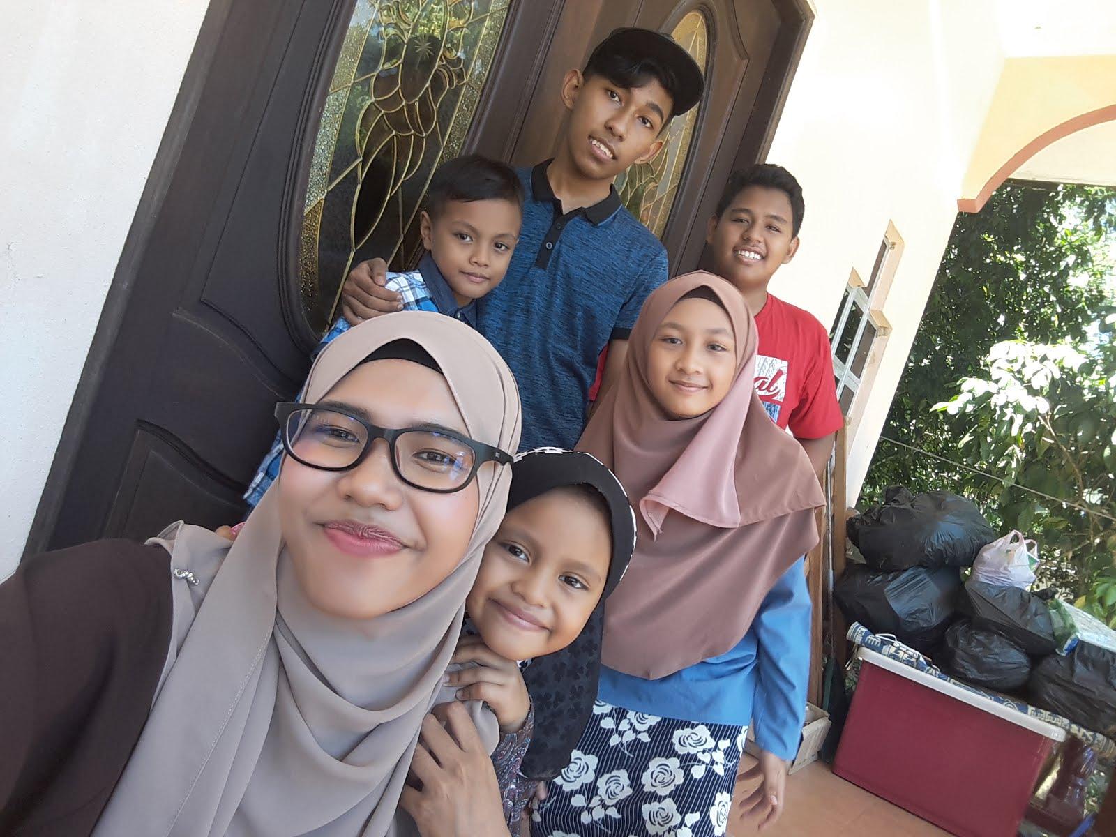 Family Cik Manggis