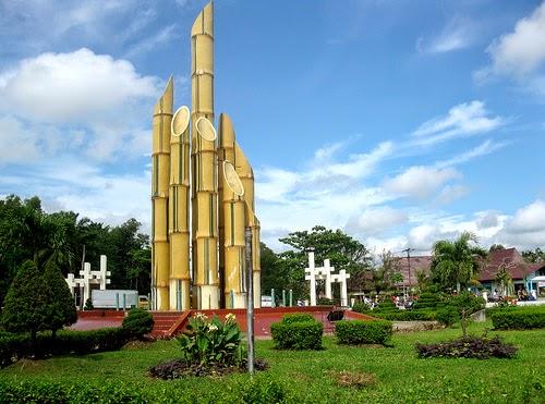 Monumen Bambu Runcing di kota Surabaya