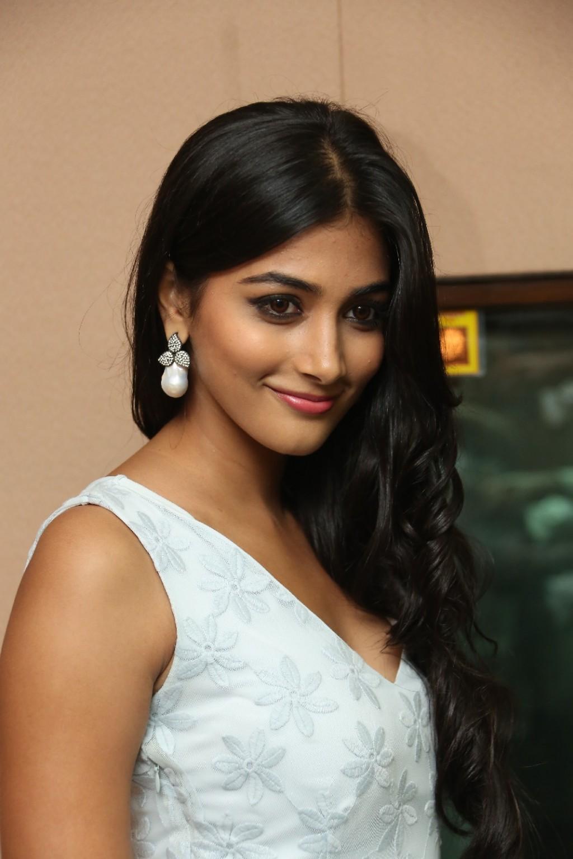 pooja hegde wallpapers: pooja hegde hd wallpapers in white dress