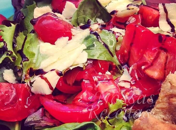 Receita de salada preparada com tomates sweet grape maravilha