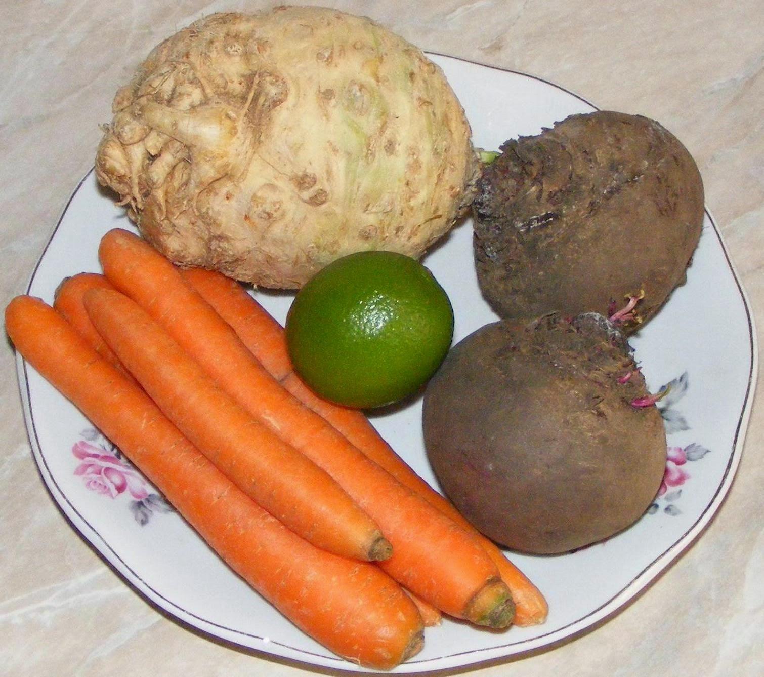 ingrediente suc la blender, legume proaspete, legume pentru suc, legume pentru suc la blender, preparare suc de legume la blender, morcov pentru suc, telina pentru suc, sfecla rosie pentru suc, reteta suc la blender, reteta suc la blender,