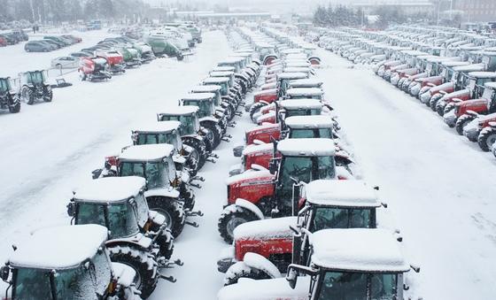 Ciągniki FENDT i Massey Ferguson w śniegu!