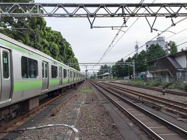 原宿駅,山手線,線路〈著作権フリー無料画像〉Free Stock Photos