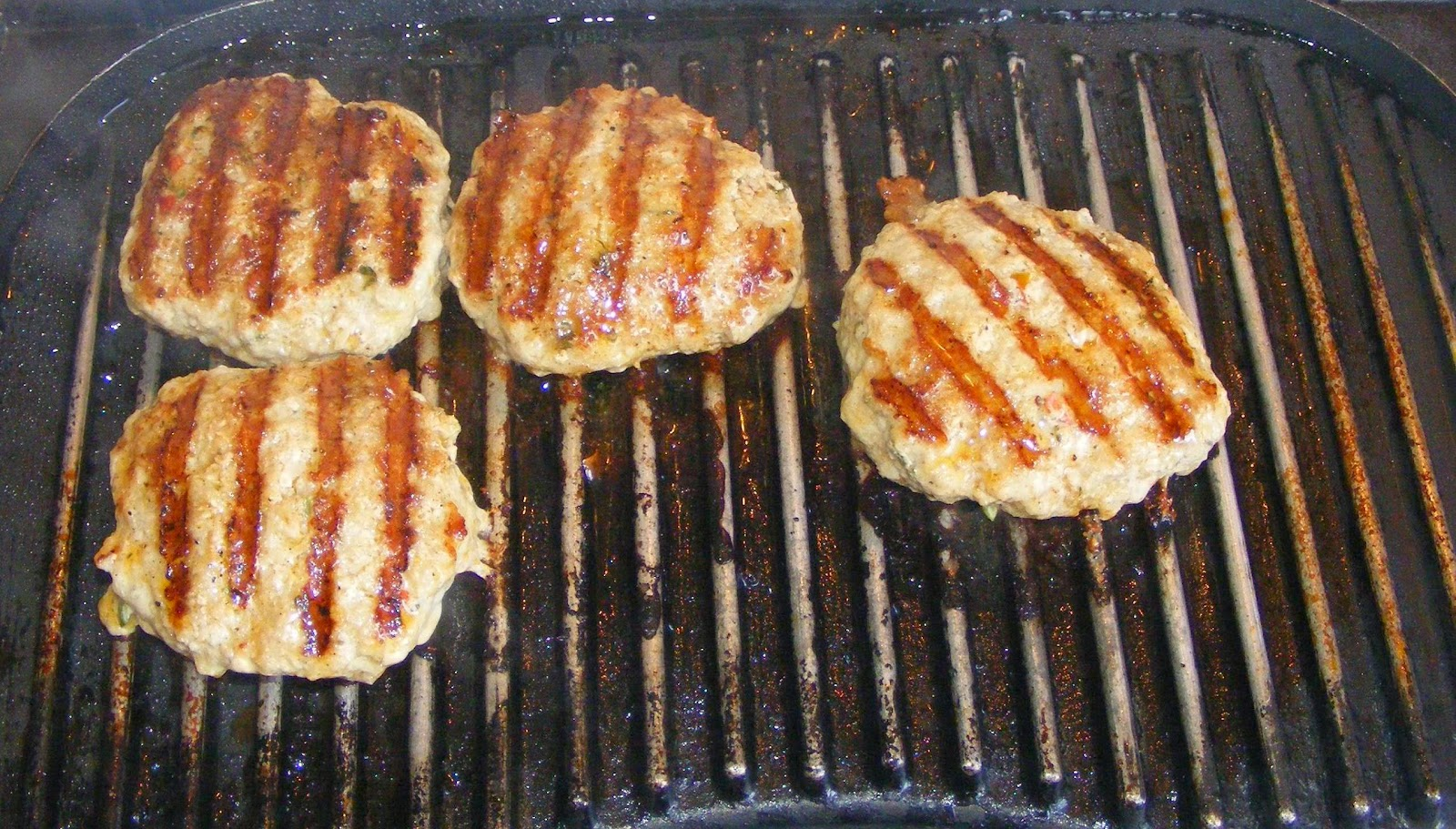 hamburger, chiftea, chiftele, carne de carnati, chiftea din carne tocata, chiftea din carne de carnati, hamburger de porc, carne tocata pentru hamburger, retete cu porc, retete pentru gratar, retete de mancare, retete culinare, chiftele la gratar,