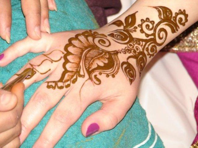 Mehndi Hands Girls : Hijab trend populer: latest stylish hand mehndi henna designs