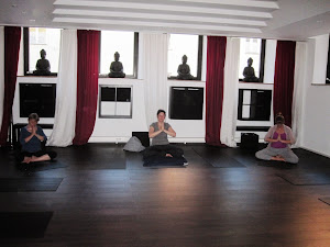 Yoga Lounge IN Abschlußprüfung at Ahimsara Yoga Loft