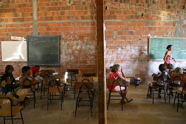 Resultado de imagem para imagem para escola publica sucateada