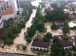 Gambar 4 : Banjir kilat KL 13 Dis 2011
