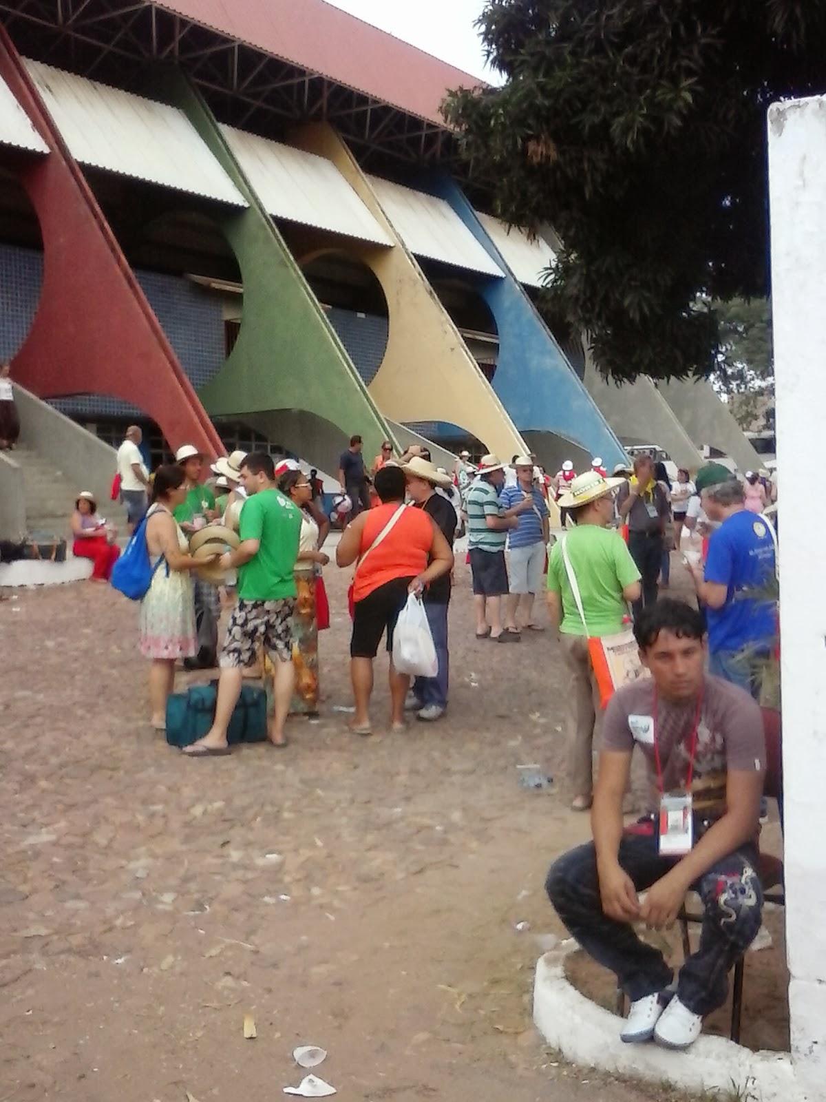 Concentração dos peregrinos no Ginásio Poliesportivo.