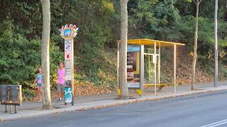 תחנת לעליה וירידה מאוטובוס התיירים במונז'ואיק (ציל