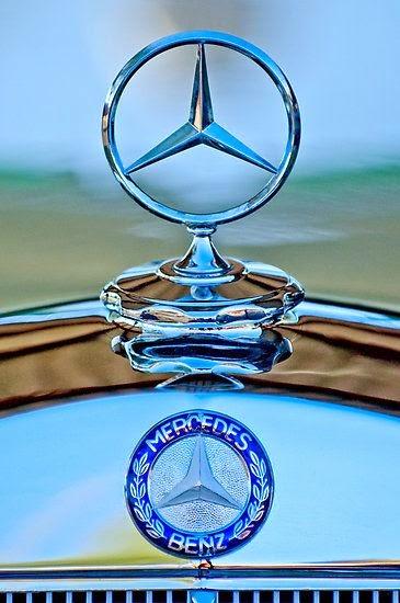 Sextant blog 12 mercedes benz slk stuttgart car salon for Mercedes benz ornaments