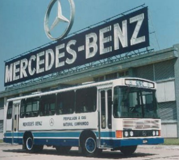 Cami n argentino mercedes benz of 1214 g for Mercedes benz oc