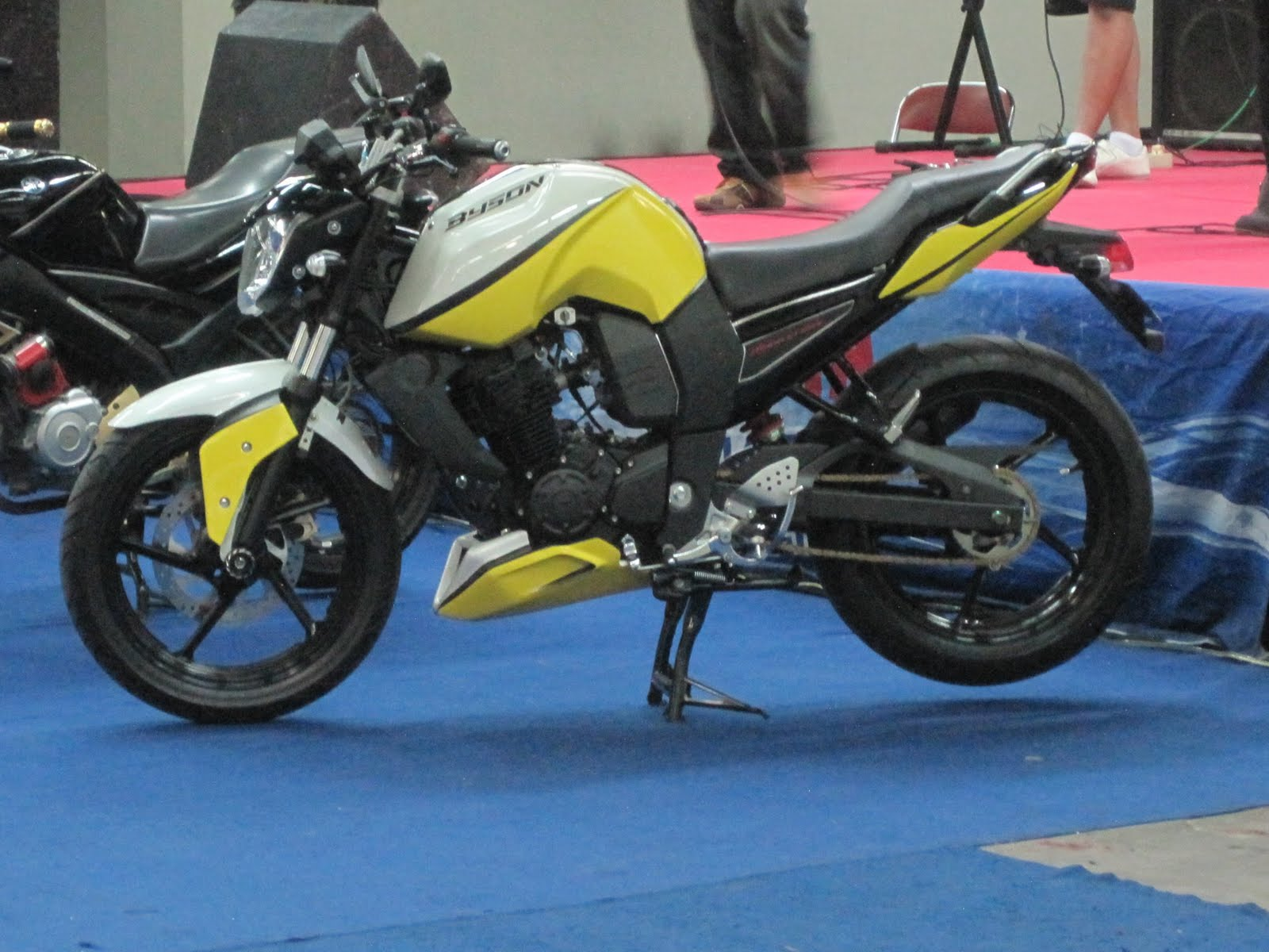 Top modifikasi motor byson warna kuning