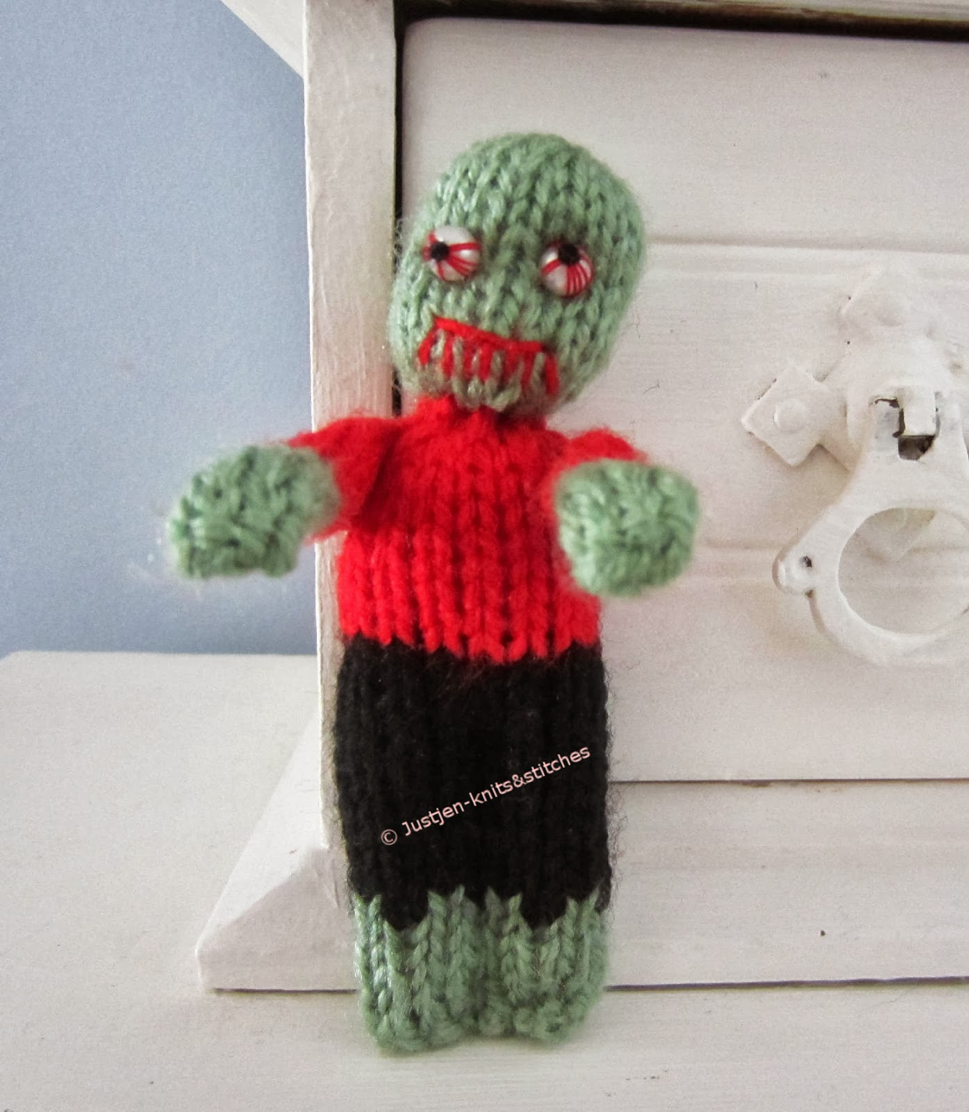 Zombie Knitting Pattern : Justjen knits stitches the little zombie