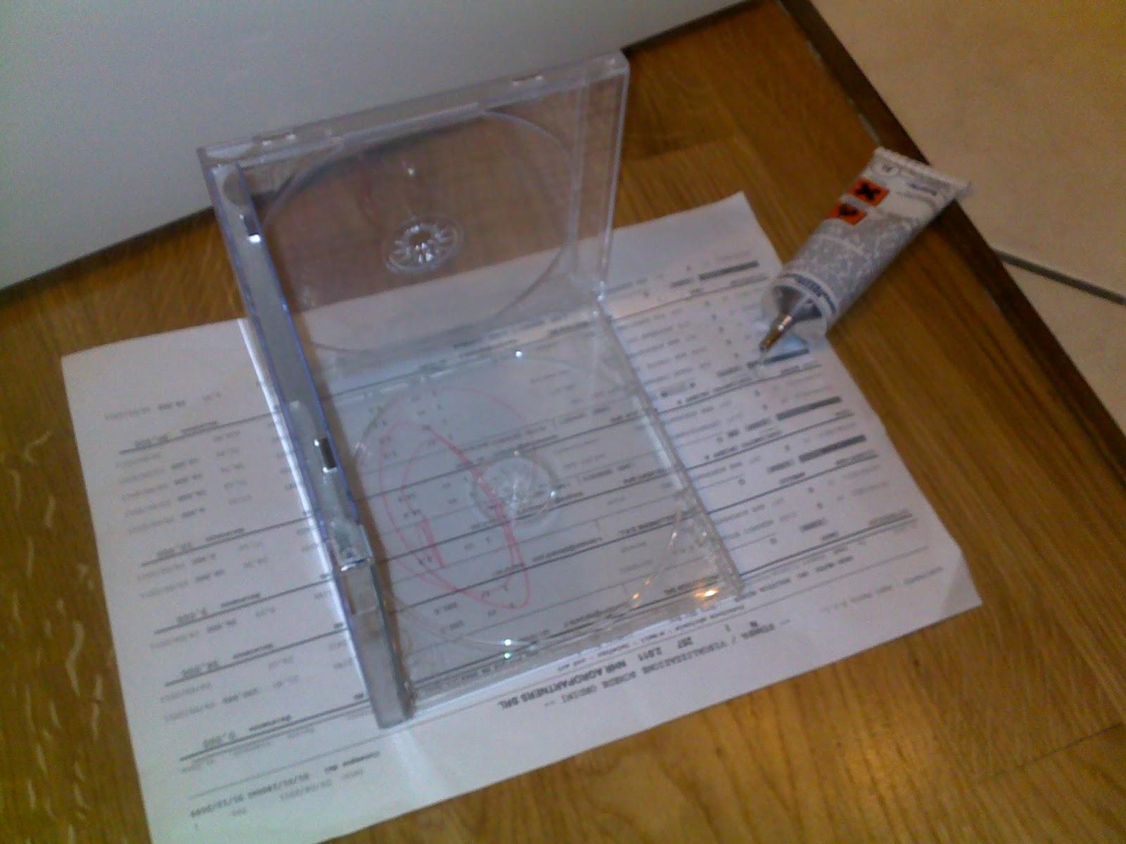 Jen crea creazioni di tutto e un p scatolina porta nastri riciclando le custodie dei cd - Ikea porta cd ...