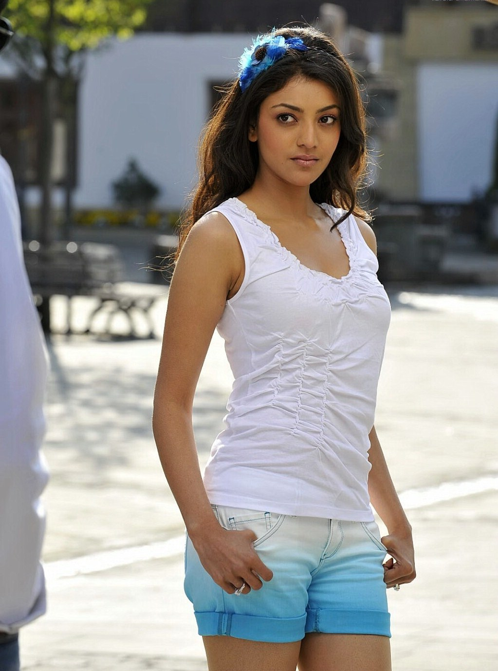 High Quality Bollywood Celebrity Pictures: Kajal Aggarwal