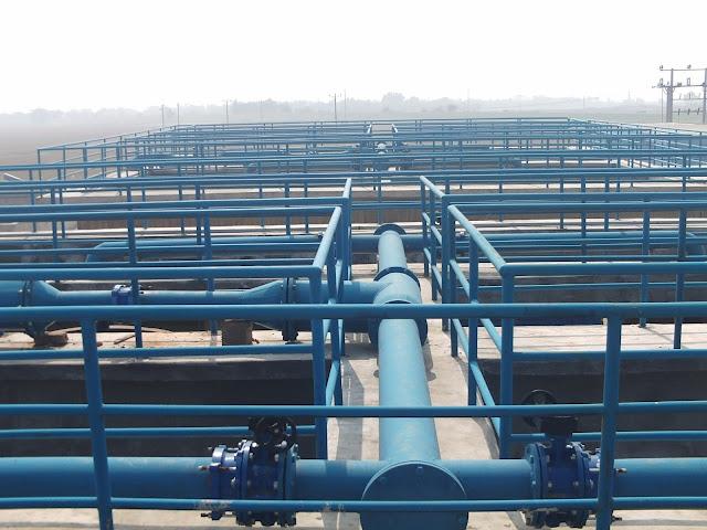 hệ thống ống dẫn tại nhà máy nước