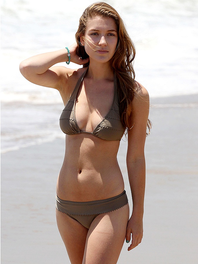 [Image: Nathalia_Ramos_Bikini_Candids_on_the_Beach2+(2).jpg]