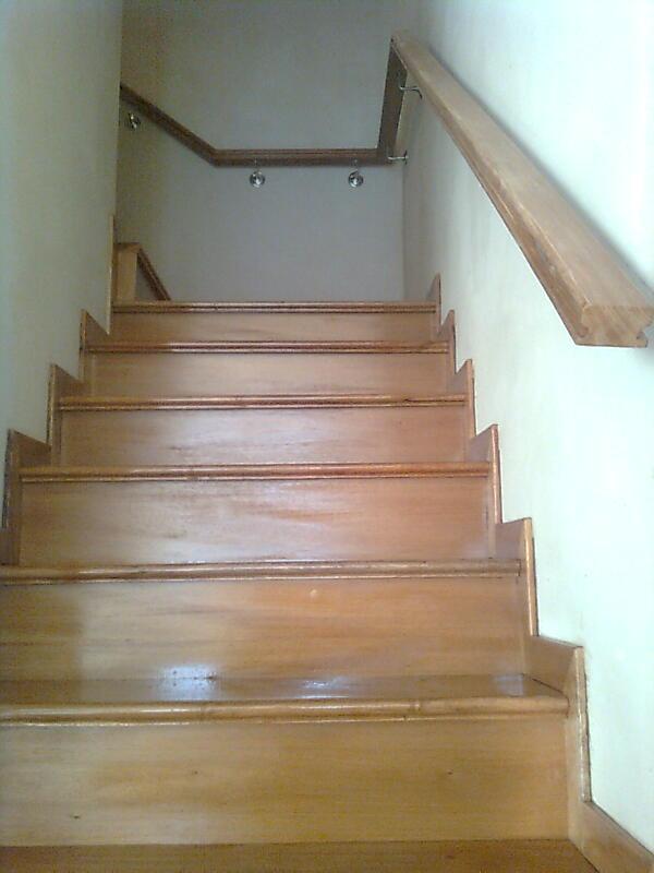 Neofusion escalera en madera anchico - Pasamanos de madera para escaleras ...