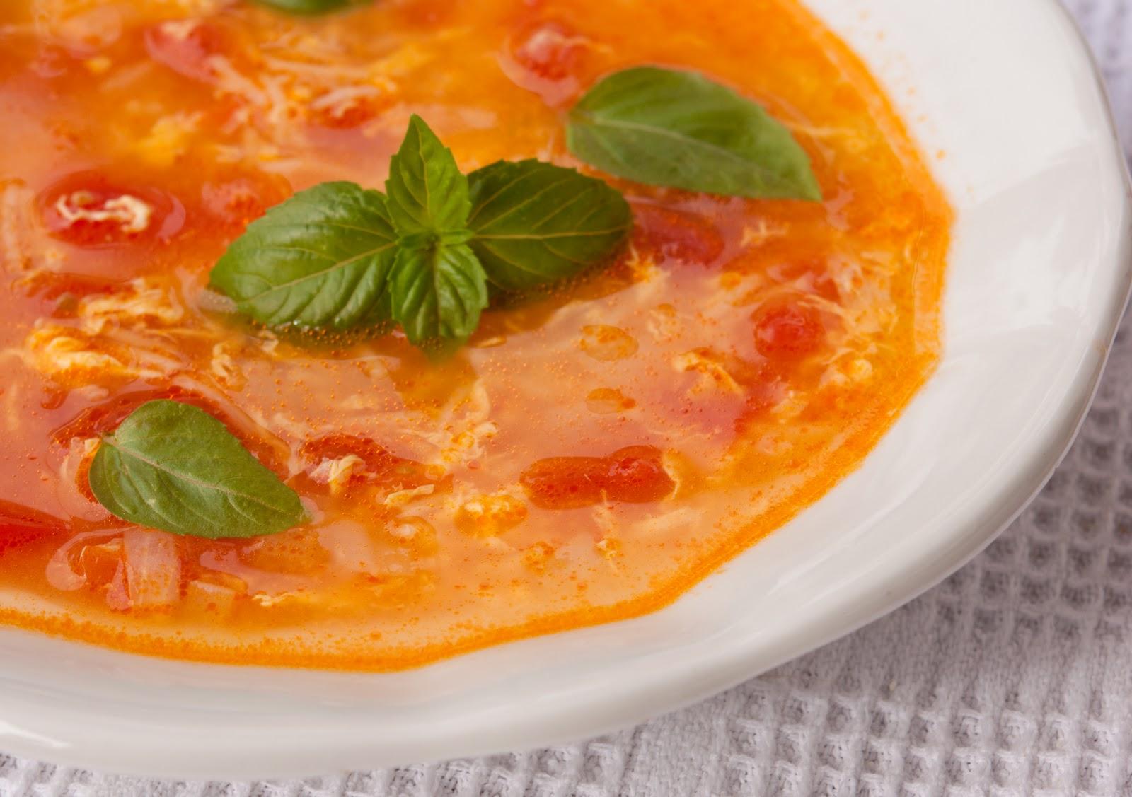 Доматена супа с яйце