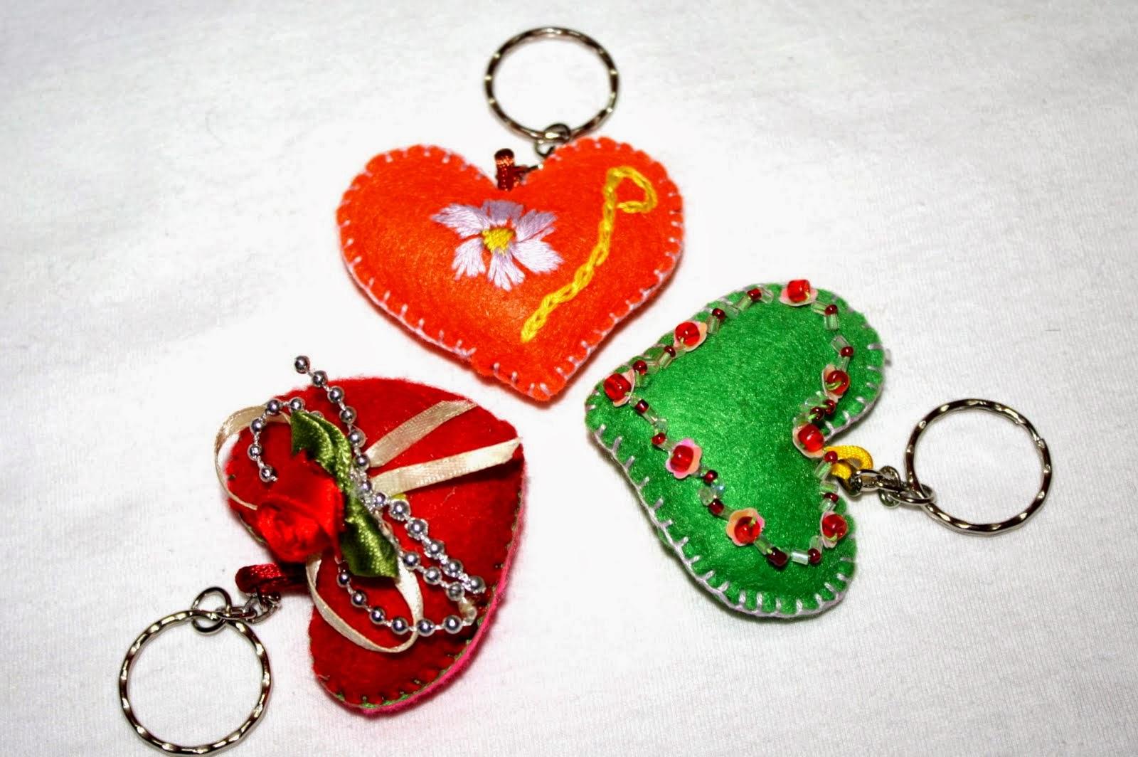 http://senikrafmanik.blogspot.com/2011/04/pelbagai-keychain-dari-kain-felt.html