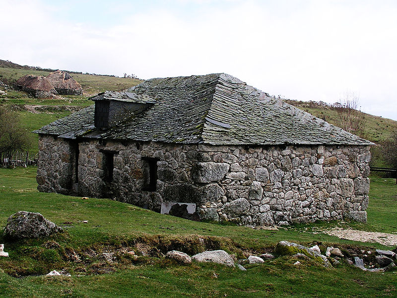 Dry stone building unique stone homes for Building a stone house